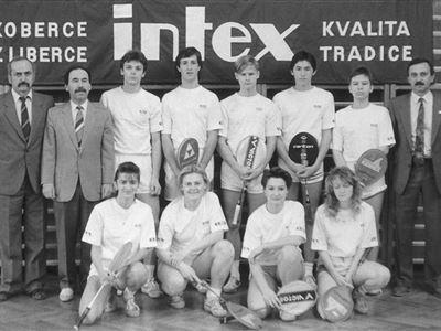 Smíšené družstvo dorostu Startu Liberec - Mistr ČSFR 1992 Vzadu zleva: Procházka, Šír (trenéři), Boček, Hypš, Barták, Procházka
